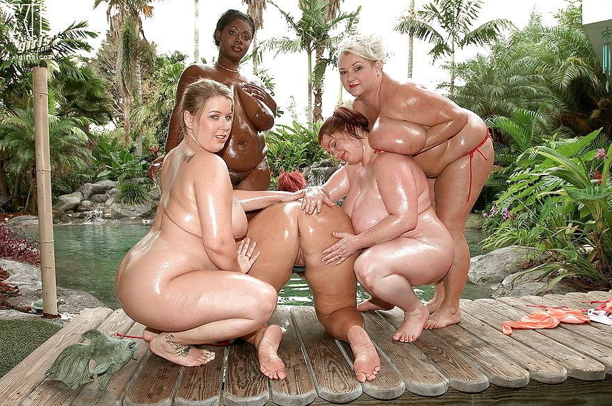 Женские толстушки у бассейна порно колготках раком