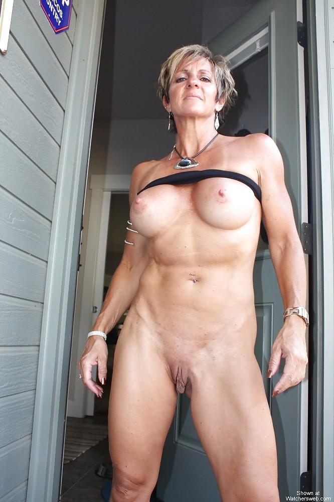 buena-nude-fit-mature-pics-elizabeth-ellis-pooping
