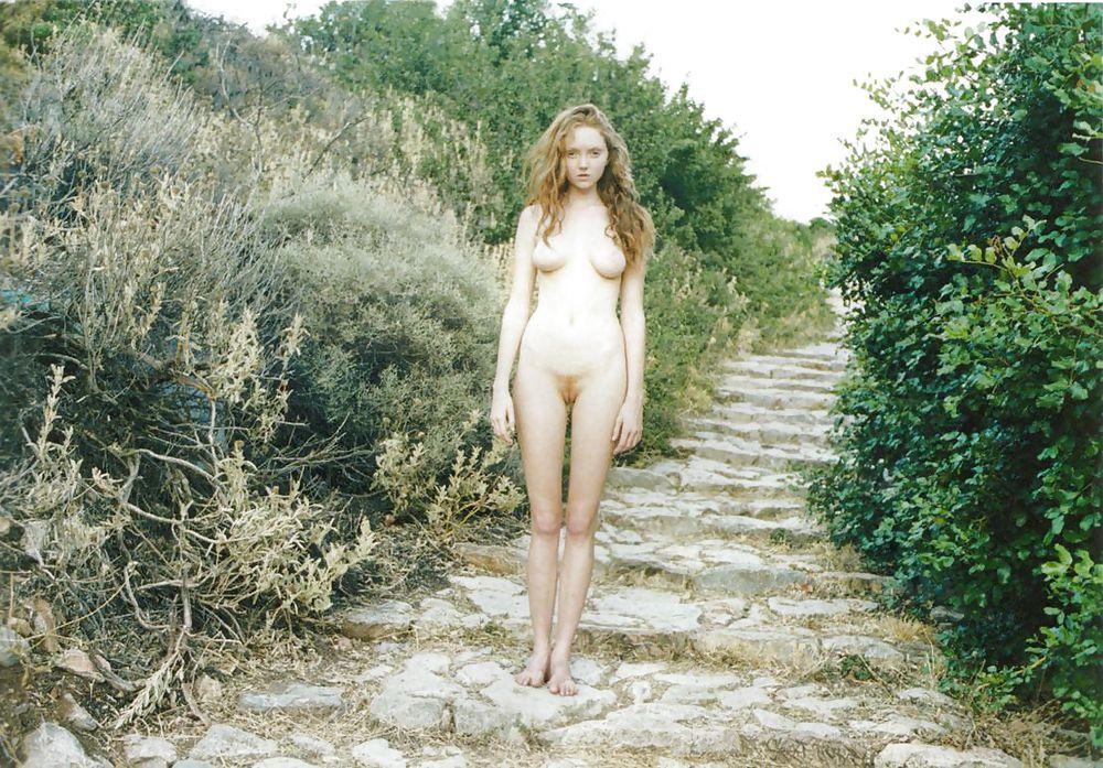 lily-cole-naked-photos-girl-interracial