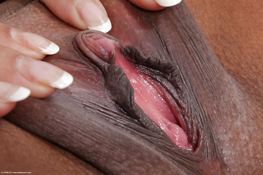 Big cork tears old women's vagina