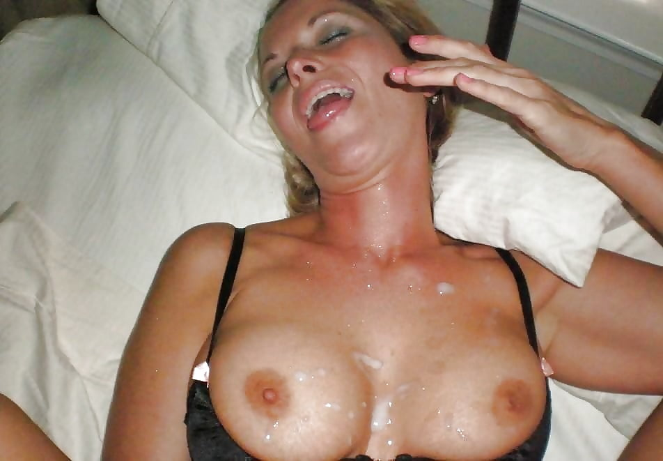 Blonde mature milf cumming