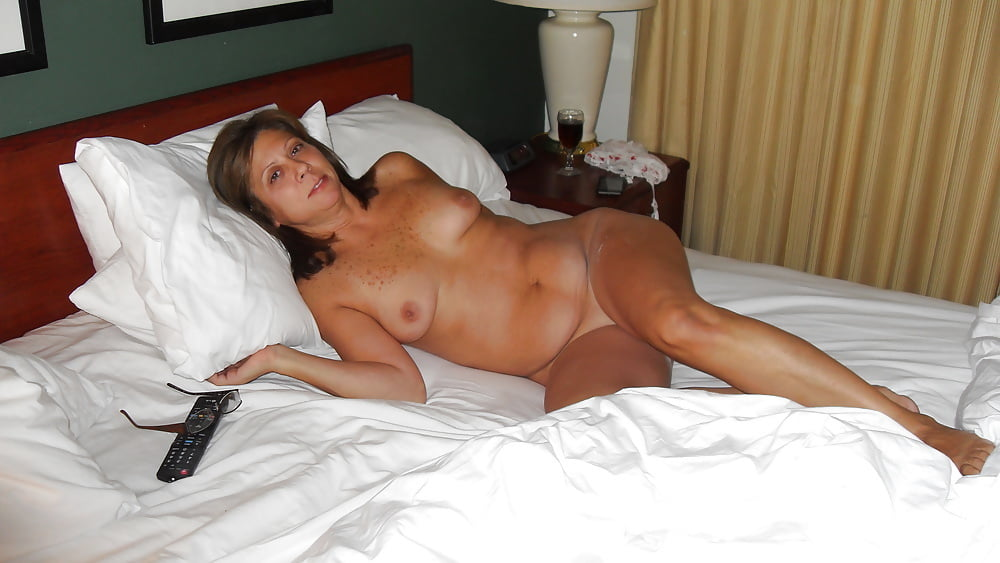 women-at-home-naked-video