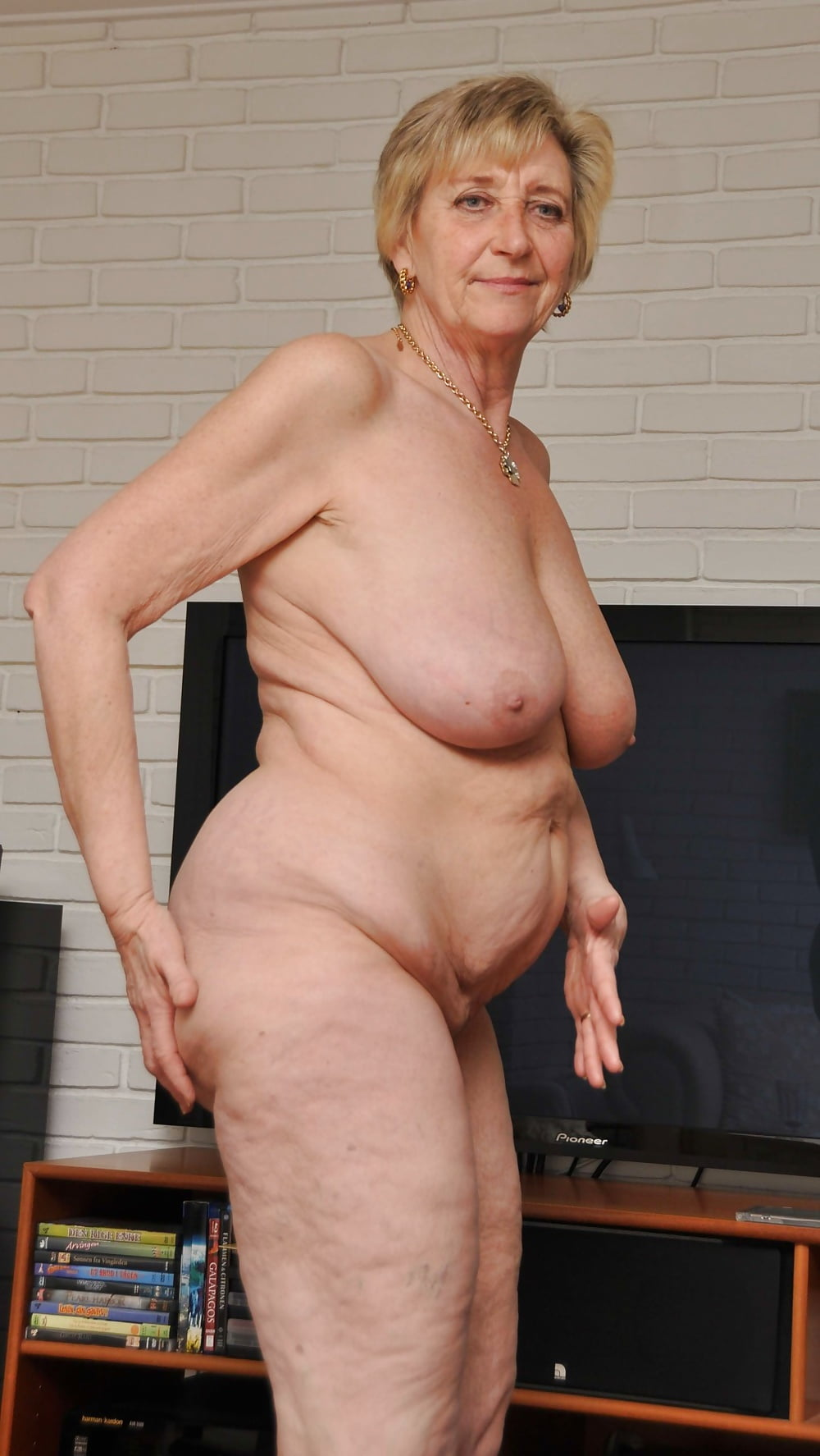 Old women nude pictures — photo 15