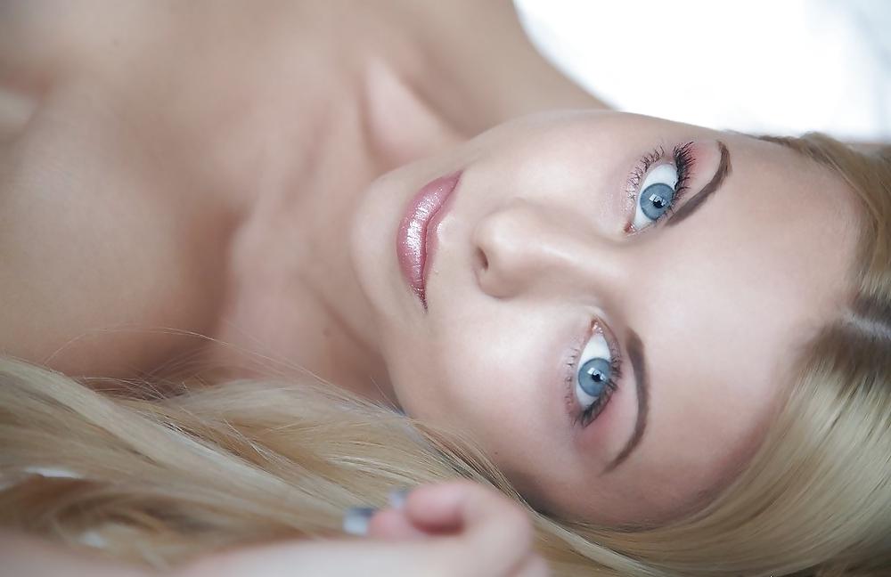use-beautiful-blue-eyed-brunette-nude