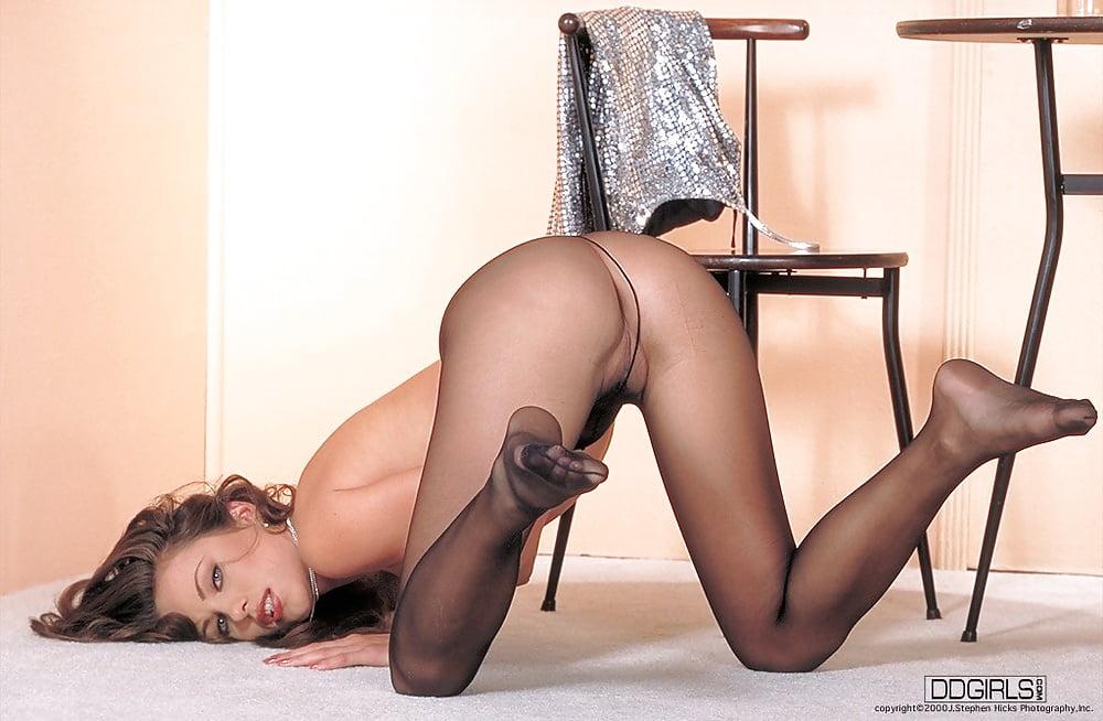 porno-erotika-v-kolgotkah-foto-onlayn-porno-pozhilie-russkoe