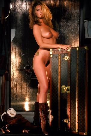 Becky Delos Santos  nackt