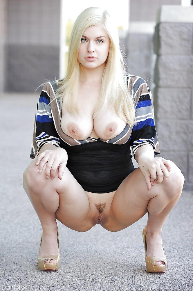 Naked Mature Squat