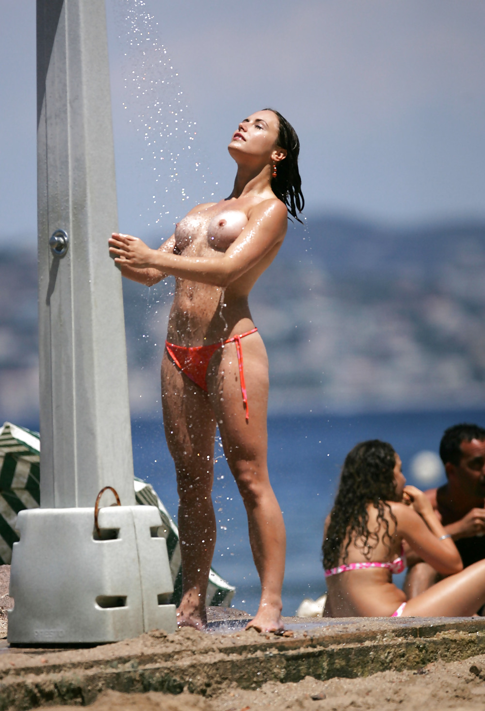 Uma thurman full frontal full frontal celebrity nude paparazzi beach full frontal blondes sultry