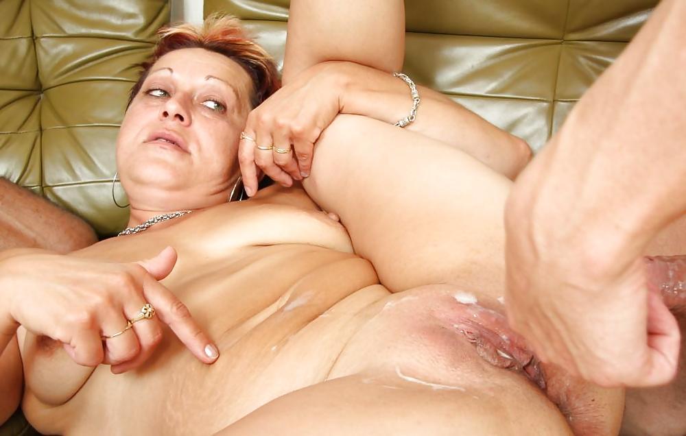 nude-mature-woman-orgasm