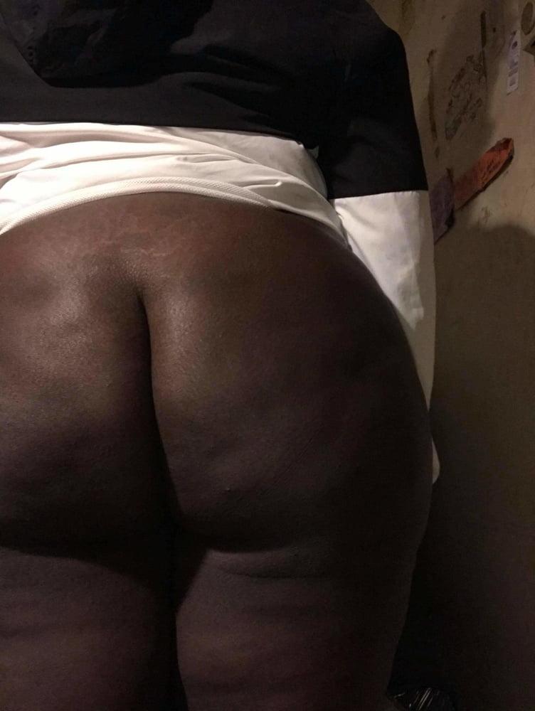 Big chocolate ass - 5 Pics