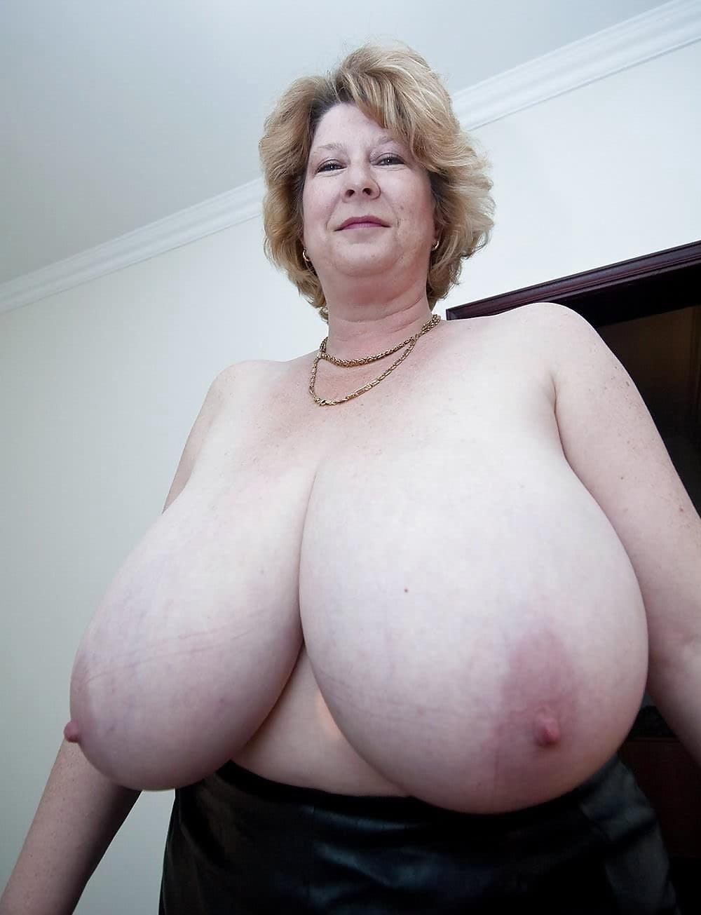 ogromnie-starie-grudi-vagina
