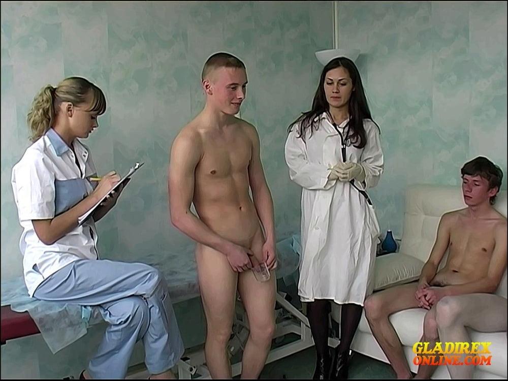 Девушки осматривают парней порно — img 14
