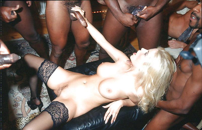 Gina Wild Blasen