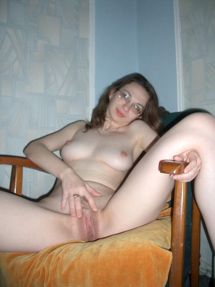 Домашнее раздевание порно, парень ебет девушку а ей сосут клитор видео