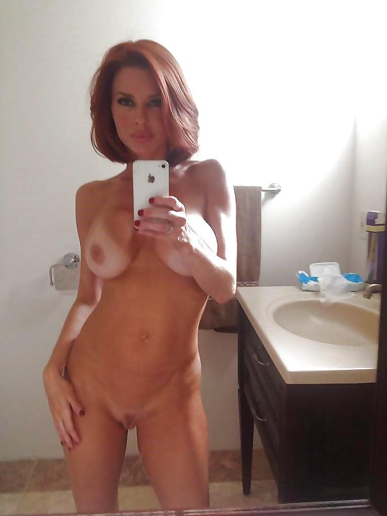 Milf nude selfpics — photo 4