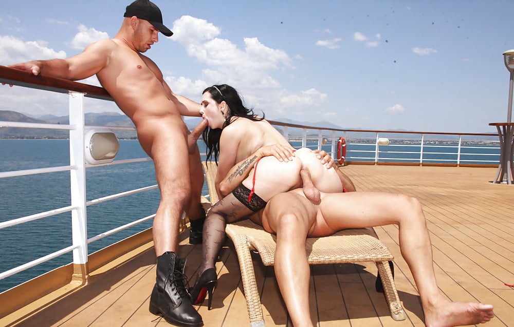 Sex xxx in the ship