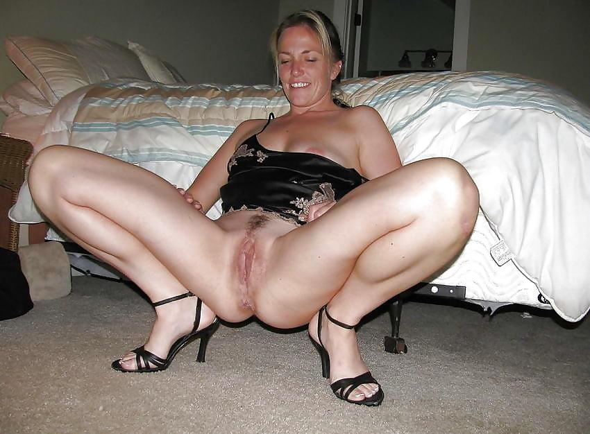 зрелые женщины раздвигают ноги видео руки сда-вили