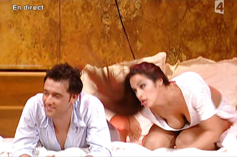 Nackt  Elisa Tovati Lesbian kiss