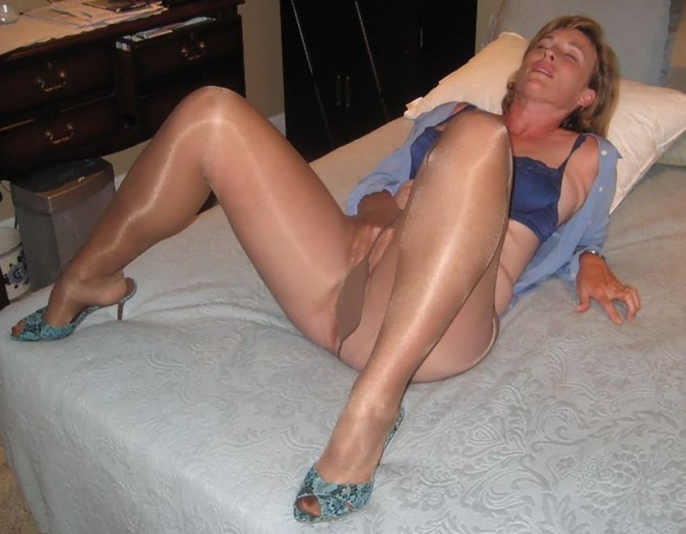 Free milf, pantyhose pictures