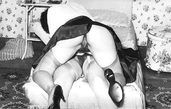 glotanie-podglyadivaet-za-seksom-retro-video-devka