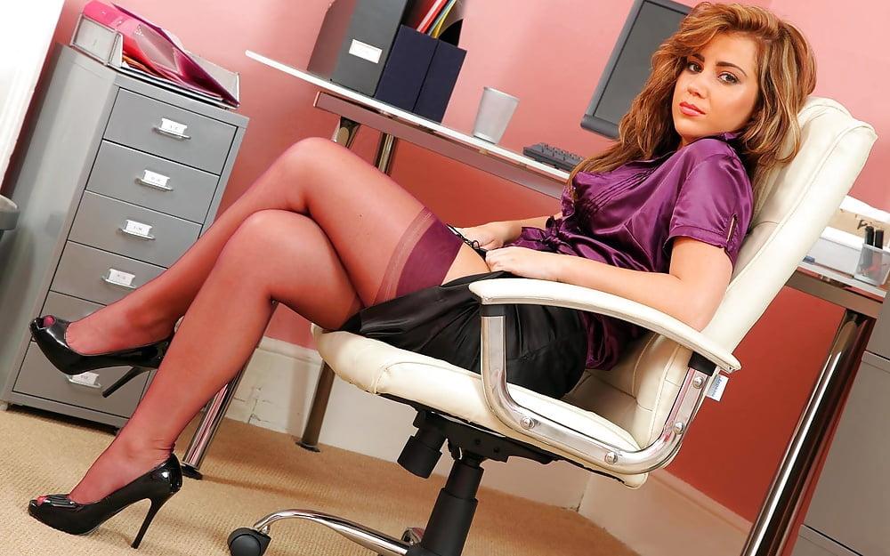 девушки офис эро фото - 7
