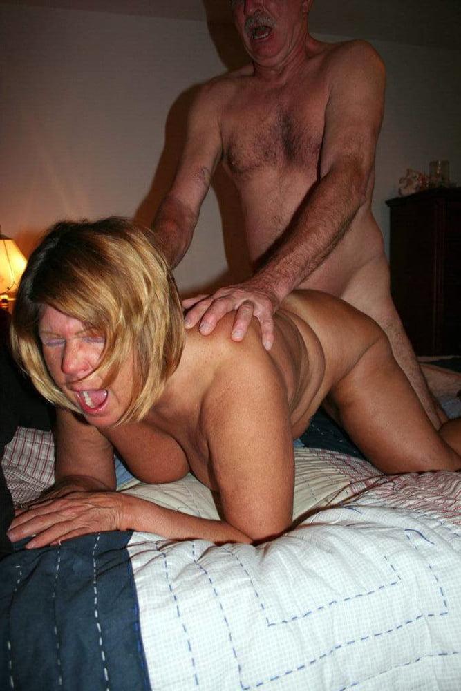 Watch free mature cumming porn pics on tnaflix porn galery