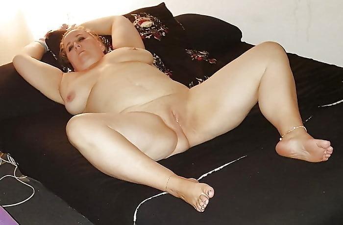 fettes deutsches fickschwein fickt auf dem sofa