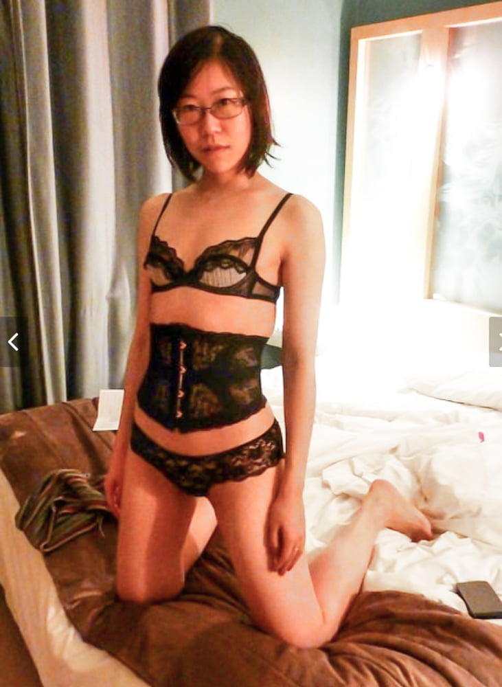 Asian lingerie and stockings - 20 Pics