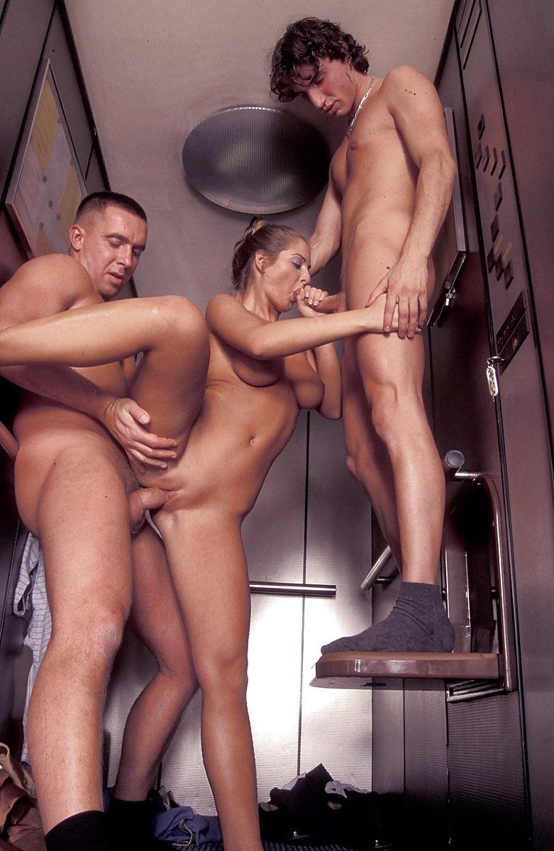оттрахана в лифте попка втором