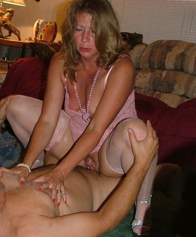 Секс шалости зрелых женщин фото