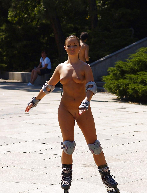 Naked women on skates — photo 9
