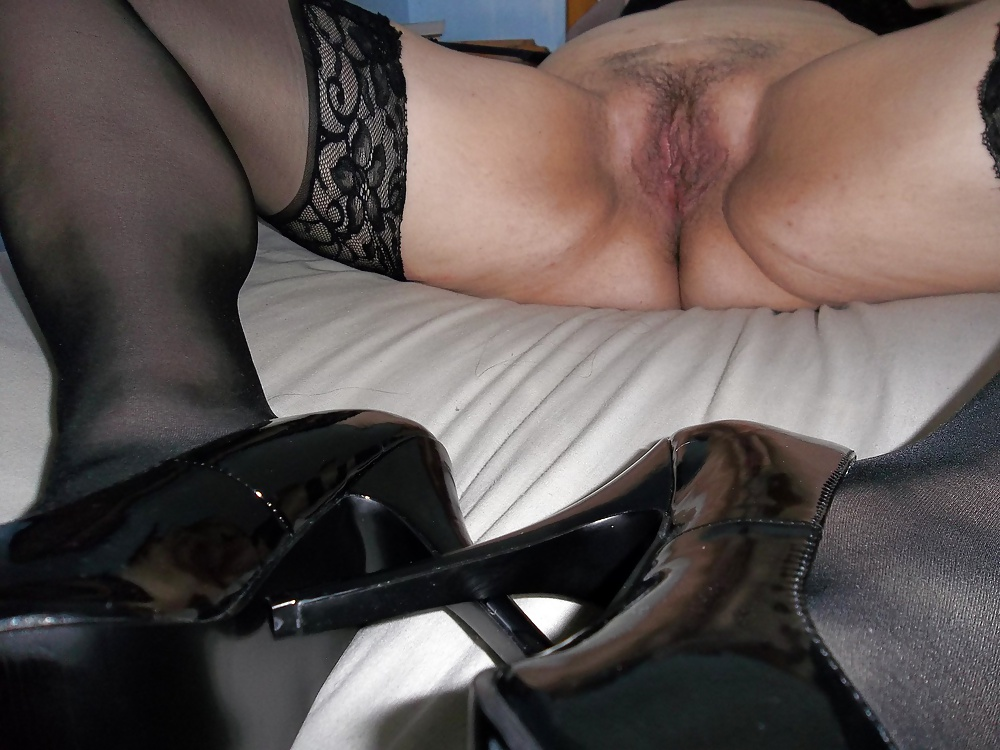 She Shows It All, Spreading Her Long Legs And Pulling Her Mature Pussy Open