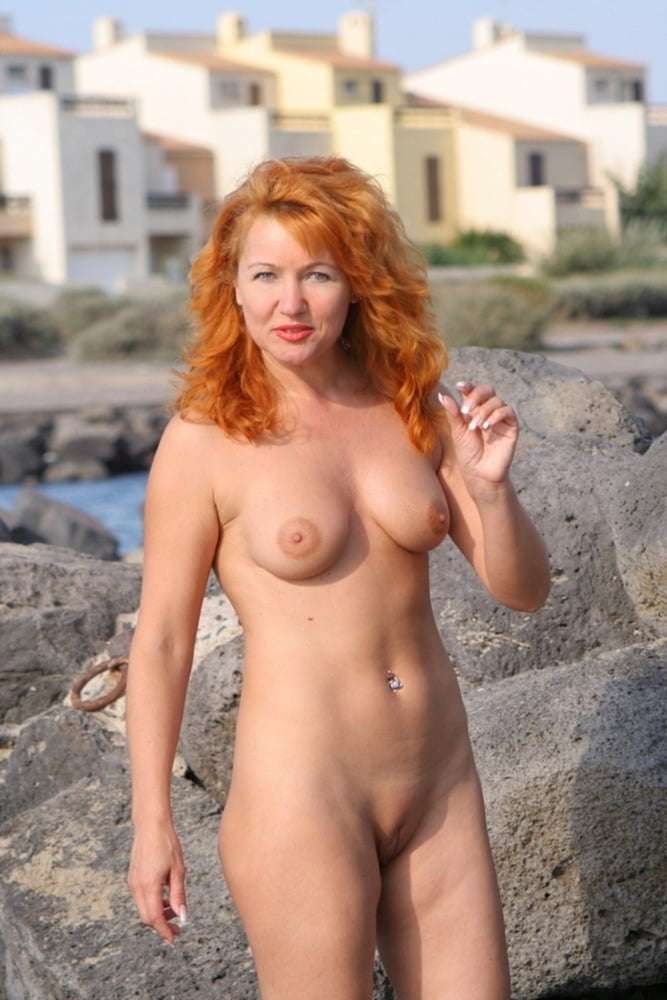 Naked women outdoor pictures