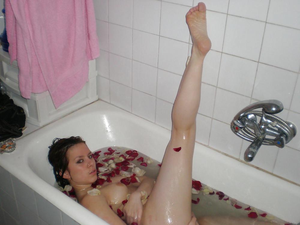 девушка приняла ванну из спермы
