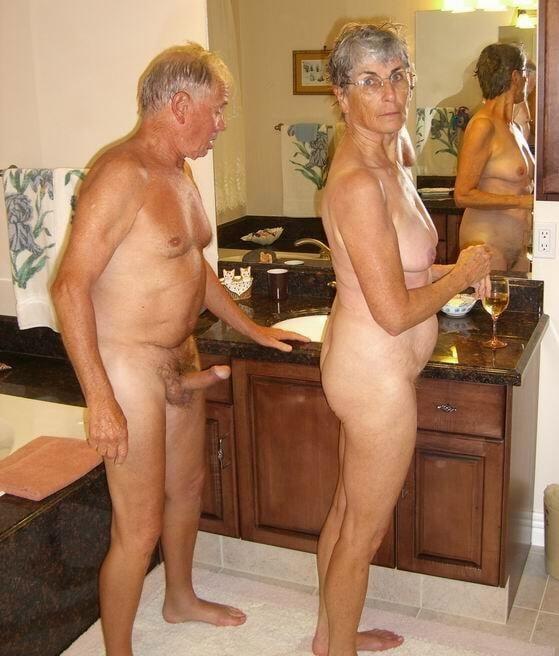 Warm Nude Reife Damen Bilder Pics