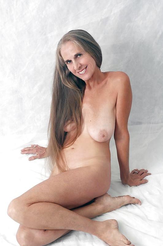 amateur nude very long hair