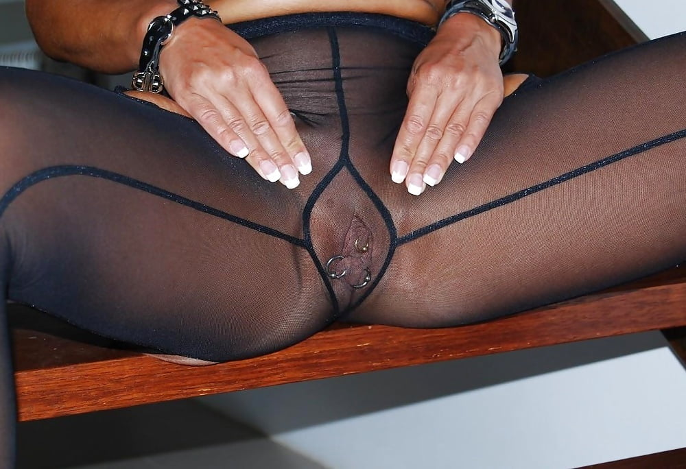 Beautiful pantyhose pussy lips — pic 4
