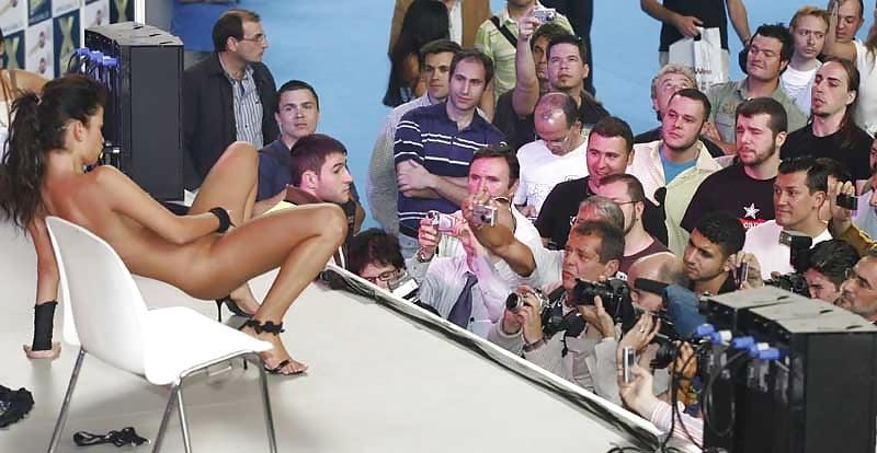 Смотреть порно фестиваль в каннах, секс в общественном транспорте при толпе