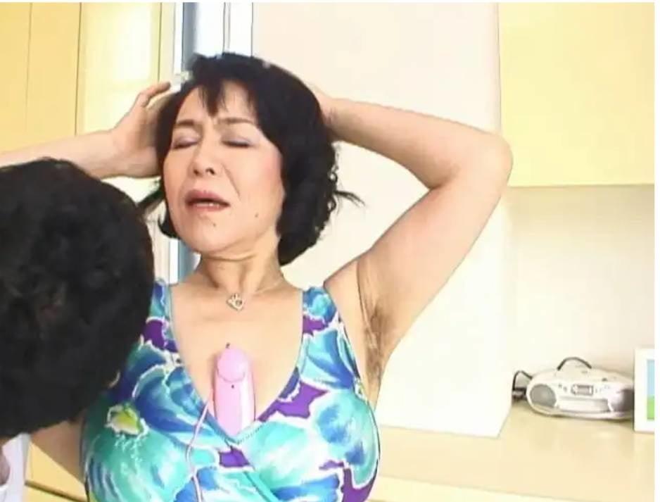 Lesbian shower bit gits