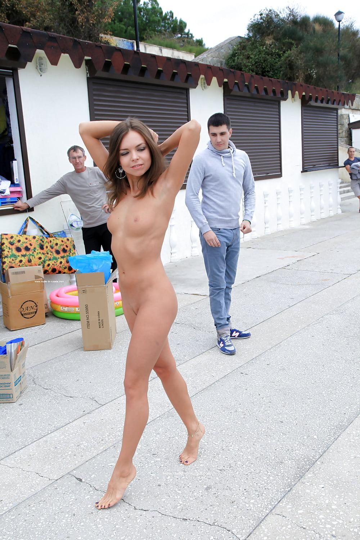 Порно переулке голые бабы в анапе кончают