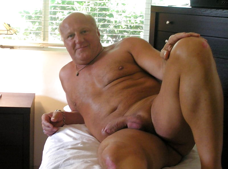 Older guy masterbating young girl, home movie orgasm