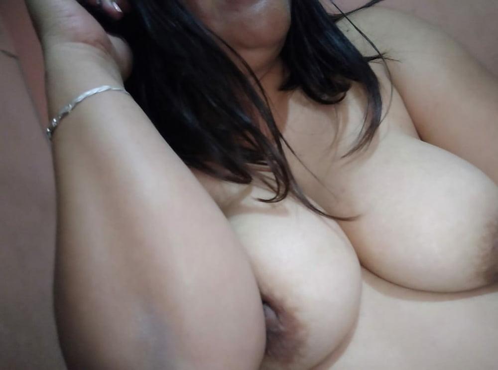 My wife's big tits - 12 Pics