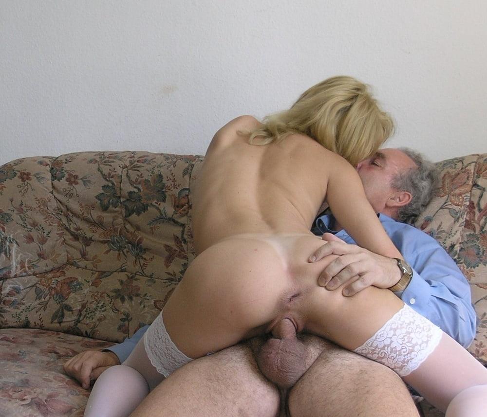 Порно изменяет пока муж в командировке