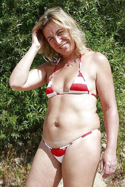 showing pubic pulling bikini Girls