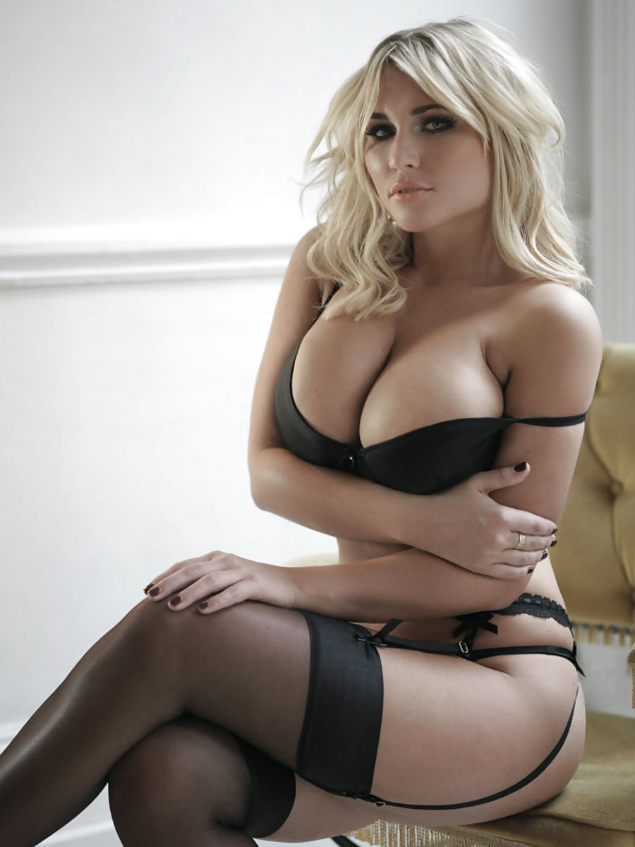 Babes stripping porn pics