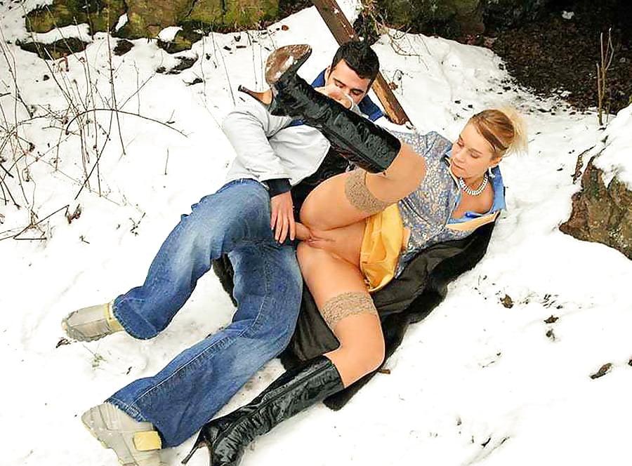 как красивые девушки на снегу трахаются порно видео