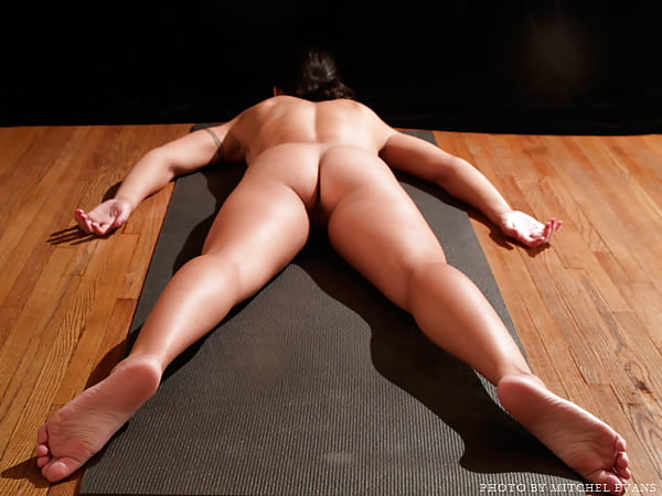 prone-naked-woman