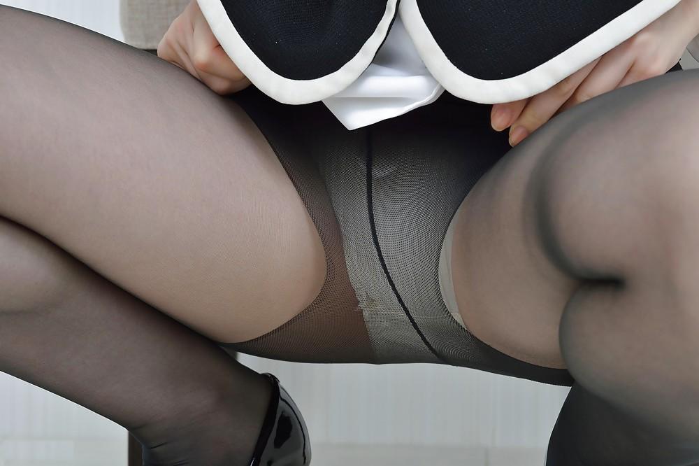 Opaque Pantyhose With No Panties Upskirt Photo