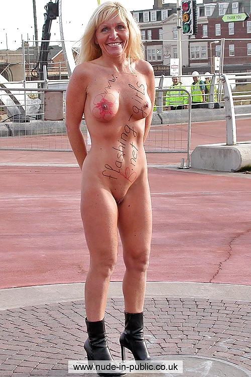 Nude older women in public — photo 12