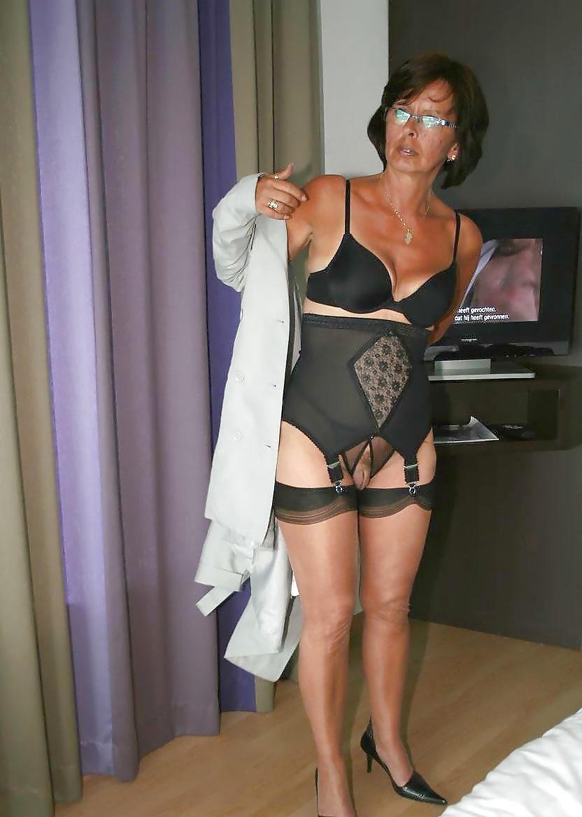 Olderwomen christina dutchstockingpage — pic 2